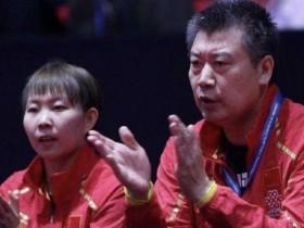 刘国梁观战世界杯引国乒教练组主动上前交流