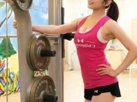 日本健身女私教曲线迷人,外表酷似女星贾静雯,网友太美了