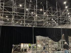 上海世博中心举行的意大利时尚品牌杜嘉班纳上海大秀秀场拆除中