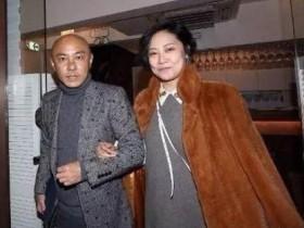 刘洲成被打之后,53岁张卫健宣布不再考虑生孩子,与44岁妻子表示彻底想开