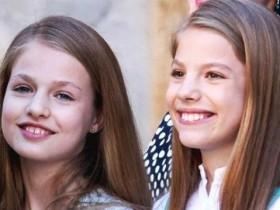 """西班牙圣诞贺卡签名,妹妹称谓是""""西班牙公主"""",13岁姐姐竟不是"""