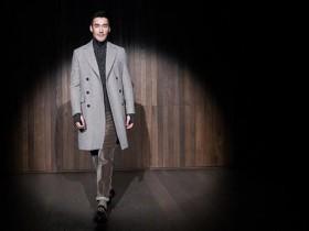 胡兵伦敦时装强势吸睛,分享时尚新态度,而胡兵电视剧是非常好看的
