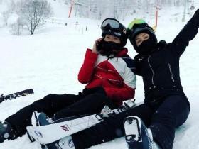 杨千嬅一家日本滑雪,偶遇张智霖袁咏仪开心合影,这缘分太奇妙