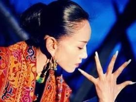 杨丽萍做指甲一年花费18万被吐槽,你的钱花在哪里是看得到的