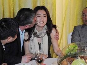 叶璇发文控诉因不愿陪酒遭富商开骂一小时,称宁愿失业也不失节