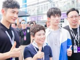 46岁邓亚萍近照显年轻,和易烊千玺同框,现最萌身高差