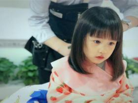 黄磊晒多妹新发型,这就是有女初长成