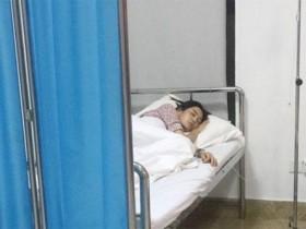 王媛可片场晕倒,病床上满脸憔悴打点滴