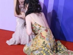柳岩秀美背意外摔倒,杨超越碎花裙被网友说像大妈