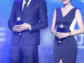 刘烨和妻子安娜同台大秀恩爱,越来越有夫妻相了