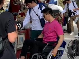 李晨坐轮椅 什么节目能伤者大黑牛另网友好奇