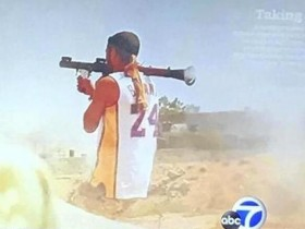 最硬核科蜜 一位正在中东与恐怖组织打仗的士兵身穿科比球衣