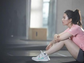 刘亦菲运动大片曝光 粉色运动装清爽有活力