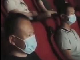 影院复工首场无观众 经理给员工放一场专场电影