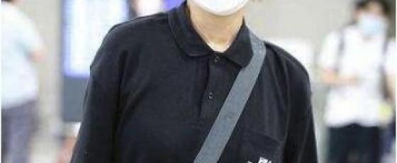 粉丝机场送宁静哪吒套装 现场穿戴摆造型