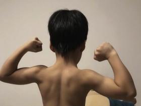 谢楠晒6岁儿子手臂线条 引来一众网友围观