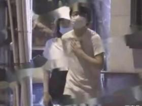 黄龄男友曝光 被拍到在车内拥吻