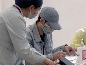 萧敬腾在上海接种国药疫苗
