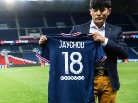 周杰伦获赠巴黎圣日耳曼18号球衣