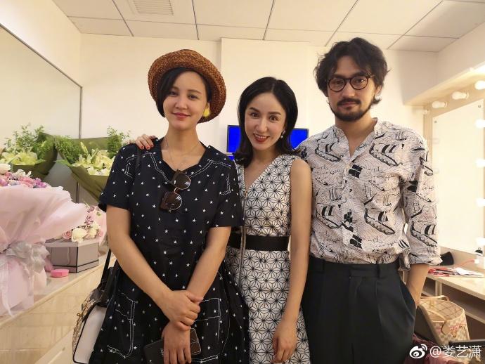 娄艺潇晒与袁弘夫妇合影