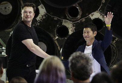SpaceX第一个私人环月乘客,42岁的日本土豪,他还想带人免费登月