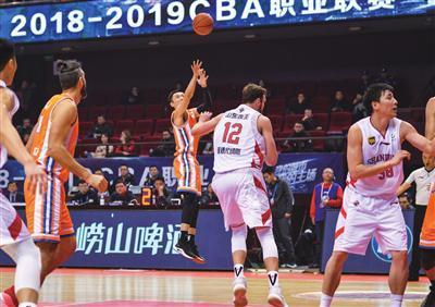 [37岁张庆鹏谈38岁刘炜万分,我们年轻球员的榜样