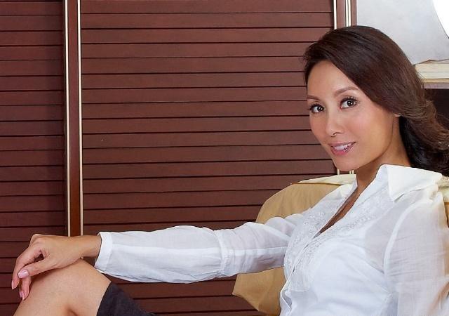 [小S晒素颜照是TVB小花旦,为继承百亿家产退出演艺圈,如今越活越年轻