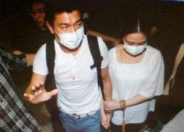 刘德华中国人绯闻女友被解约,小鬼被曝恋情,却有大厂男孩也无辜躺枪