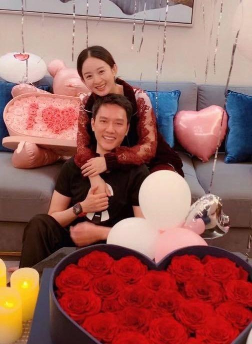 冯绍峰官宣赵丽颖怀孕,颖宝怀孕初期后发福明显,被丈夫养胖了