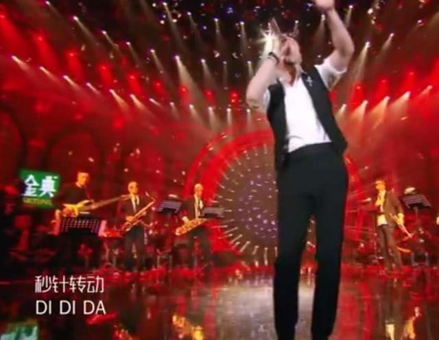 我是歌手第五季杨坤再度引发热议:改编李宇春金曲,唱出夜店蹦迪的味道