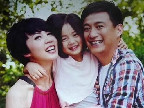 黄磊为女儿多多庆生感觉就像一场玩笑