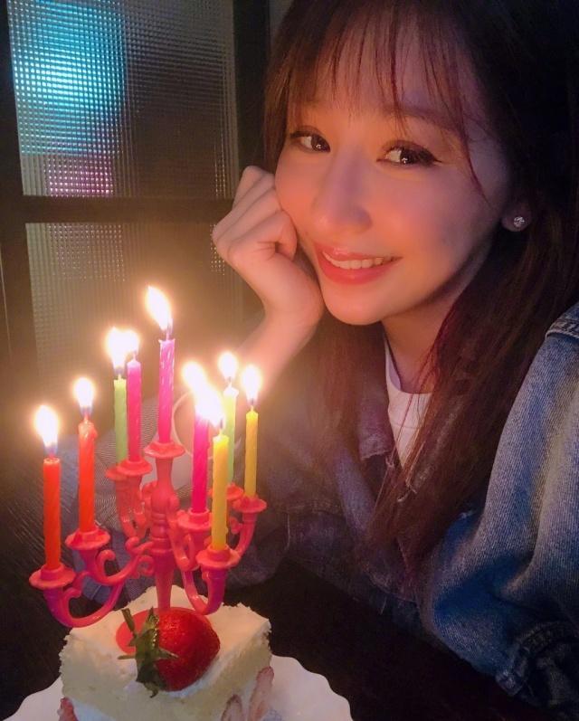 歌手王心凌发布动态,有一种纪念日叫出道日,王心凌正在庆祝