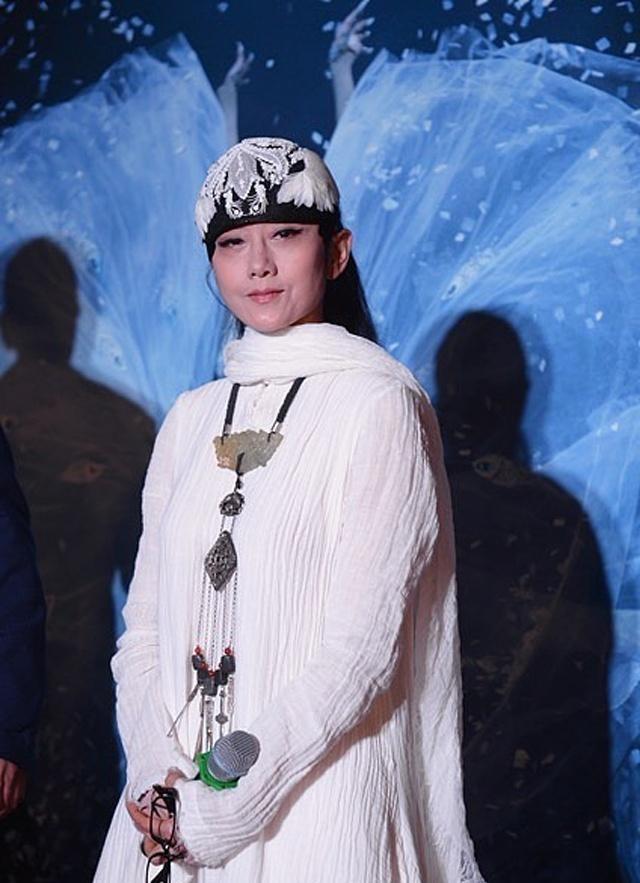 [艺术人生朱军在电视访谈中,曾经询问杨丽萍,你对童年得那种苦
