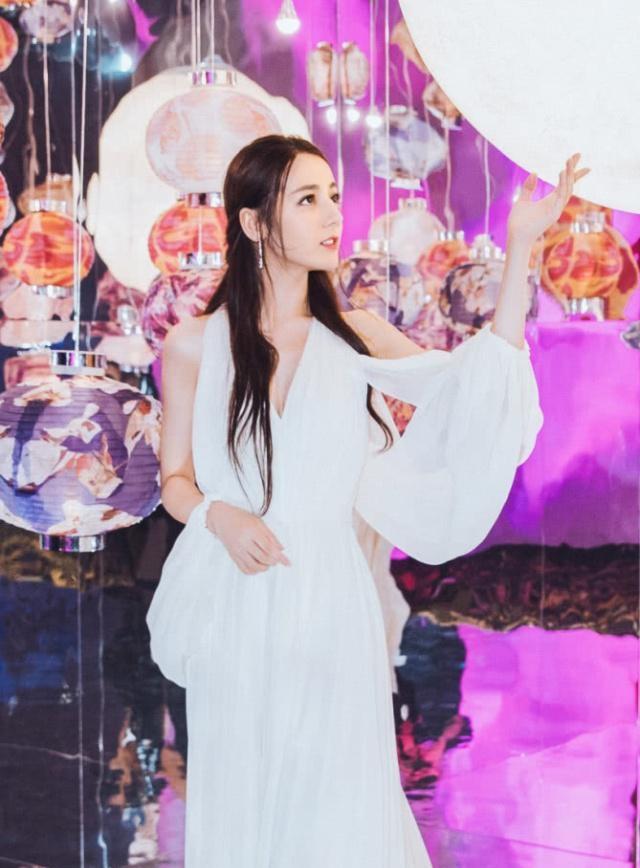 热巴女神杨紫甜美