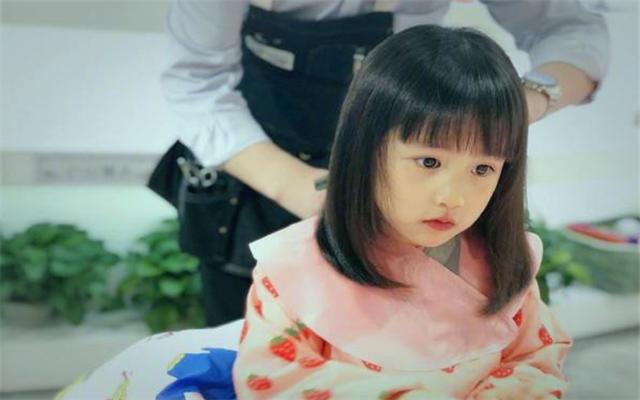 [黄磊晒多妹新发型,这就是有女初长成
