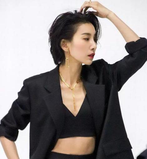 [美颜火爆网络的韩国女星金瑞亨,早期颜值受限