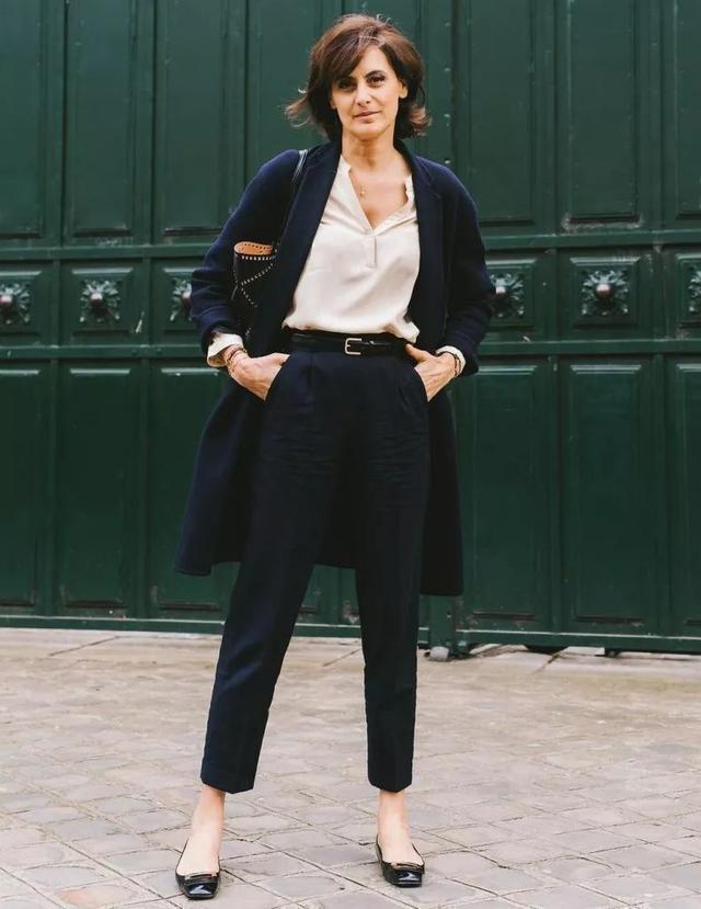 [赫本的高级优雅法则,有小黑裙、猫跟鞋还不够,你还差这条裤子