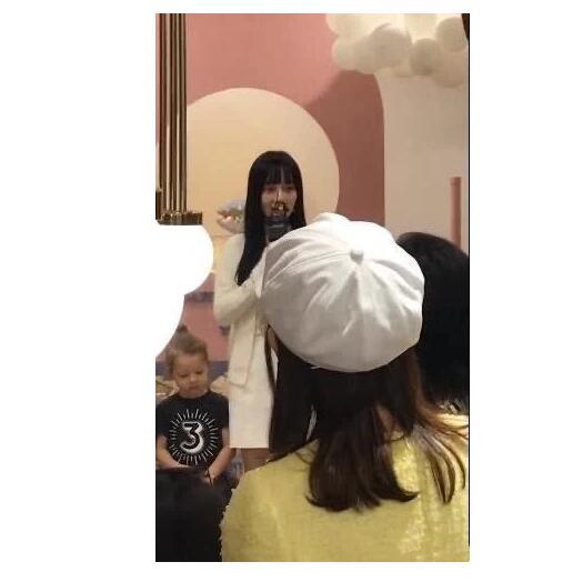 李小璐为甜馨庆生 作为母亲网友点赞
