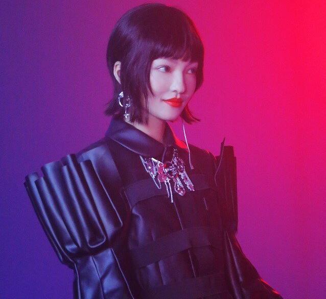 """张韶涵引路的风筝 一场近未来风的""""暗黑科技童话"""""""