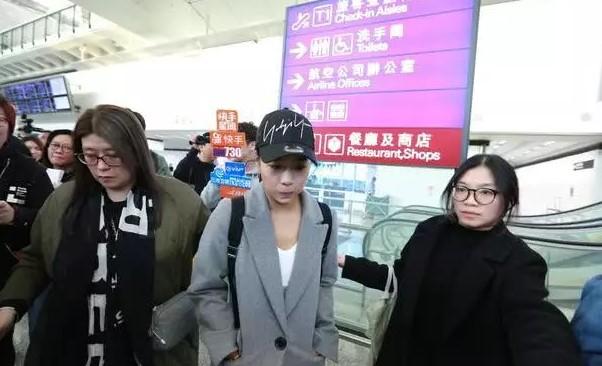 """[黄心颖返回香港 """"安心事件""""发生首次香港露脸"""