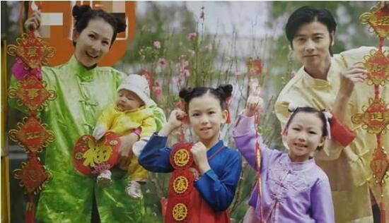 蔡少芬张晋全家福 母女三人相貌很神似简直像极了