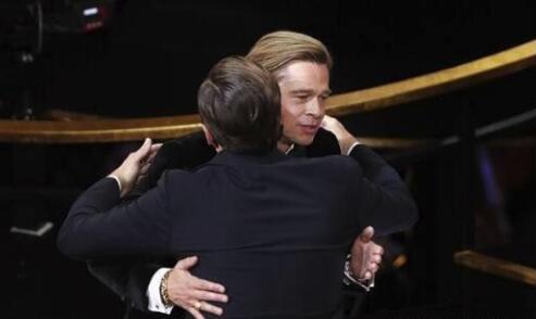皮特获最佳男配奖 凭借《好莱坞往事》毫无悬念的拿下