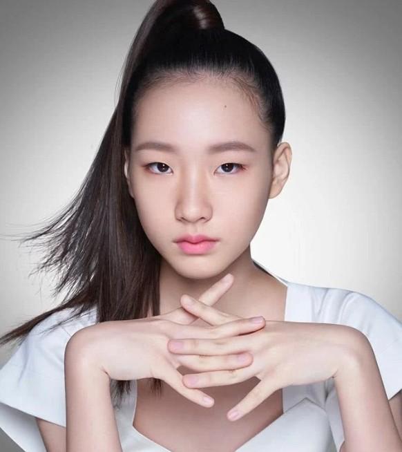 小S女儿首个代言 是现在非常流行的高级脸