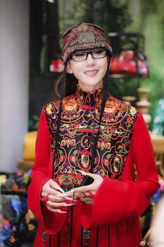 杨丽萍回应争议 精神是年轻没有伤害其他人就可以