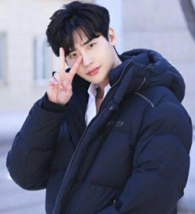 李钟硕退伍 回归演艺圈继续从事演员工作