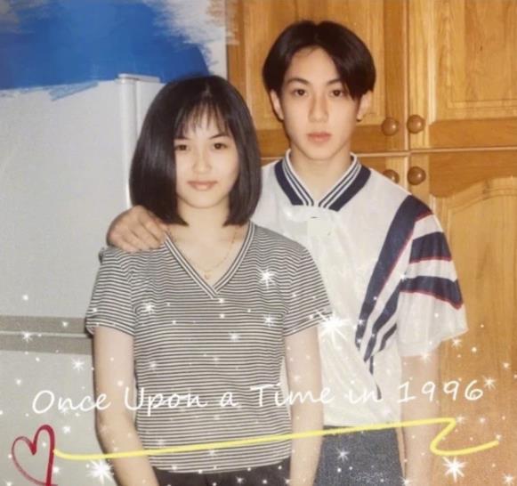 吴尊与妻子相恋25年 晒和妻子少年时期的合影