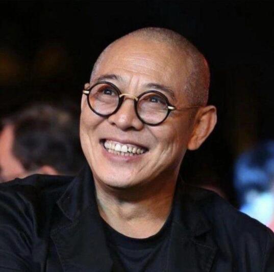 李连杰新年晒照辟谣 此前传患骨癌病逝