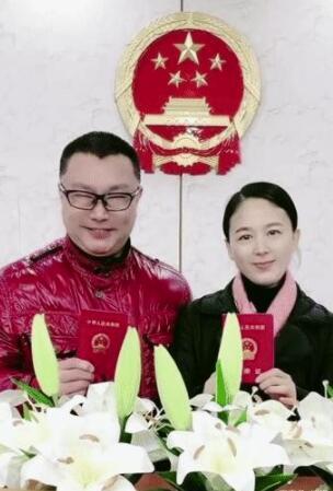 歌手尹相杰宣布结婚 民政局领证的照片被曝出