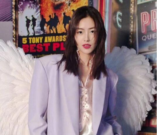 刘雯成首个有芭比形象的亚洲模特 国人的骄傲