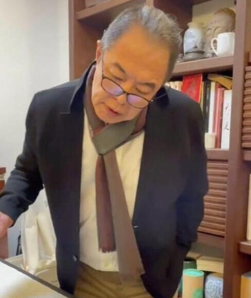 张铁林56岁女友曝光